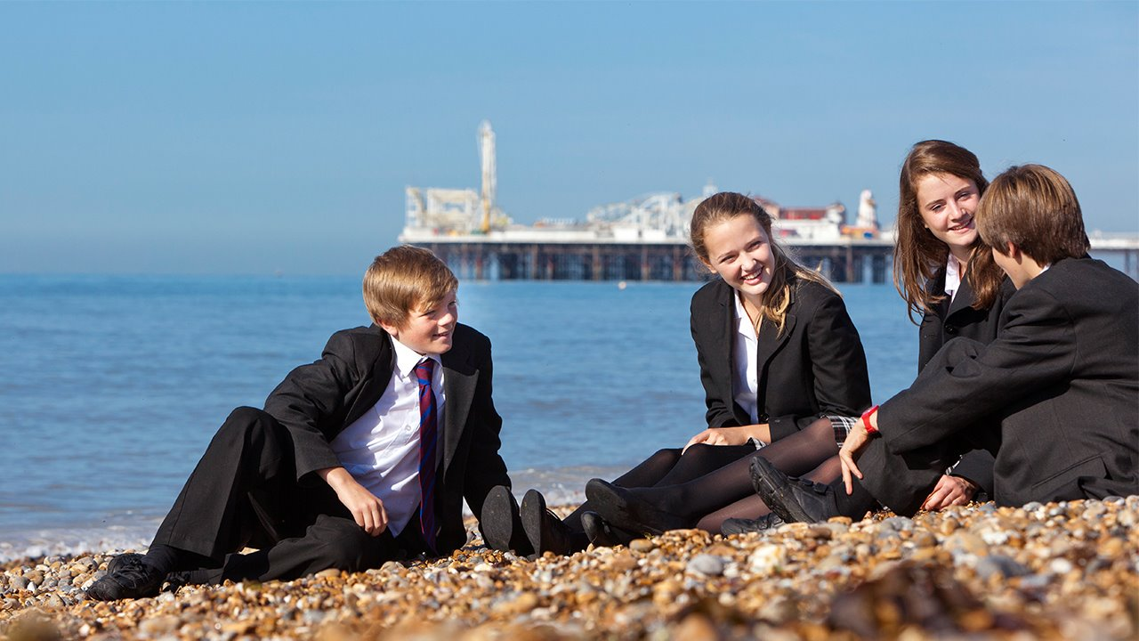 Pupils-on-Brighton-Beach-Brighton-College-Location.jpg