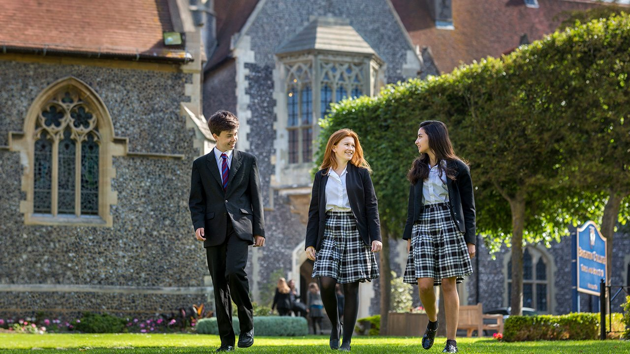 Brighton-College-Pupils-in-the-quad-open-mornings-CTA.jpg