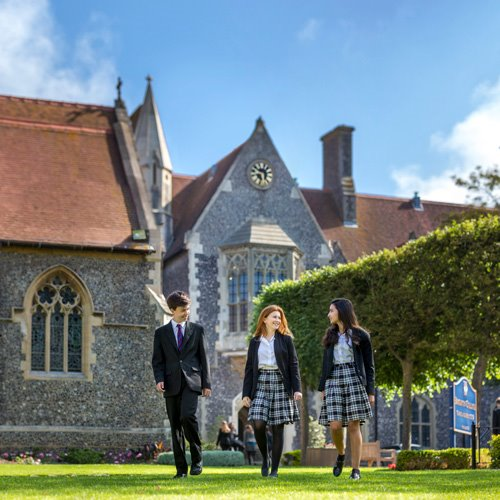Start-your-journey_Brighton-College-Pupils-walk-through-Quad-small.jpg
